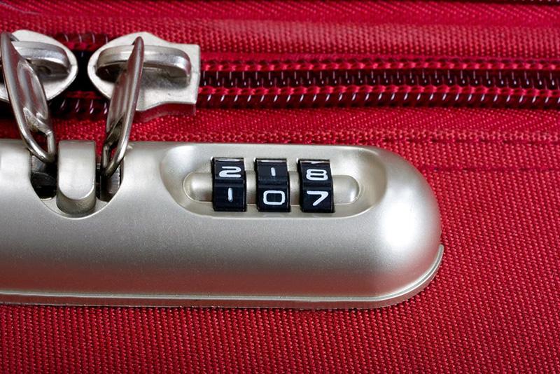 Kilitli Bavul Nasıl Açılır?