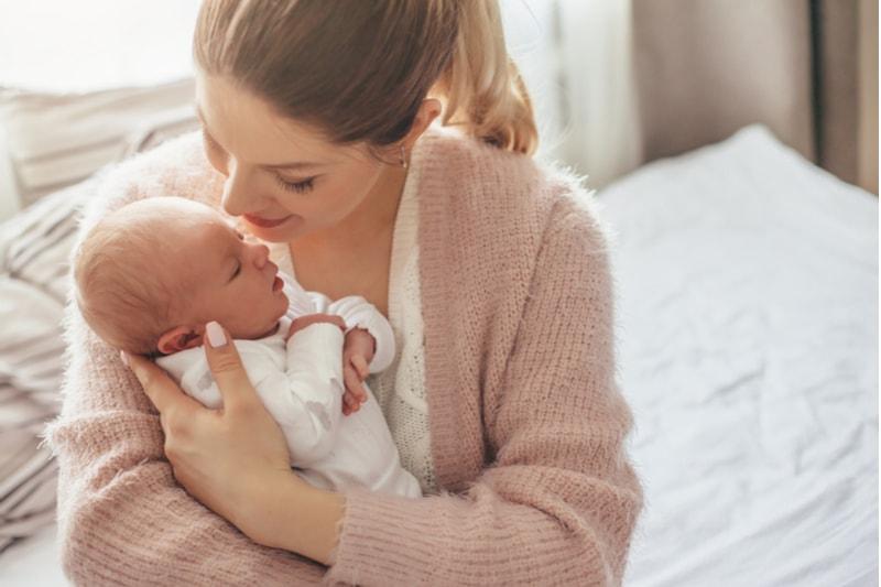 yeni doğum yapan anneye hediye önerileri