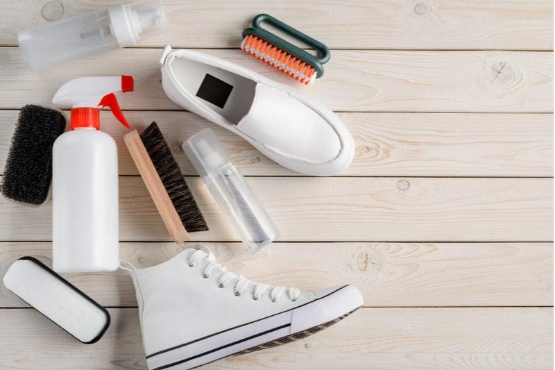 beyaz spor ayakkabı temizliği