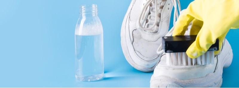 Beyaz Spor Ayakkabı Temizlemenin 5 Kolay Yolu